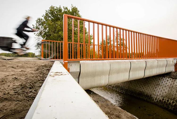 Dünyanın 3D yazıcıyla basılmış ilk köprüsü Hollanda'da açıldı