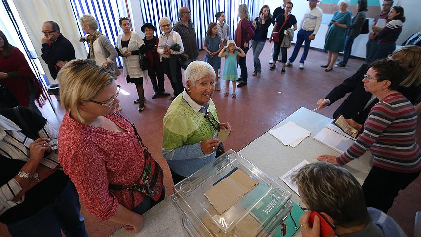 Fransa'da milletvekili seçimi başladı