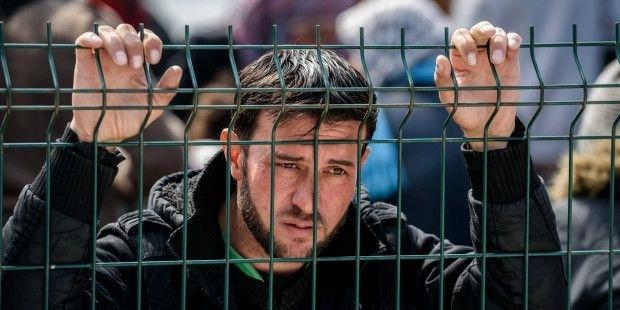 Hollanda'da düzensiz göçmenleri kurtaran Alman kaptana destek eylemi