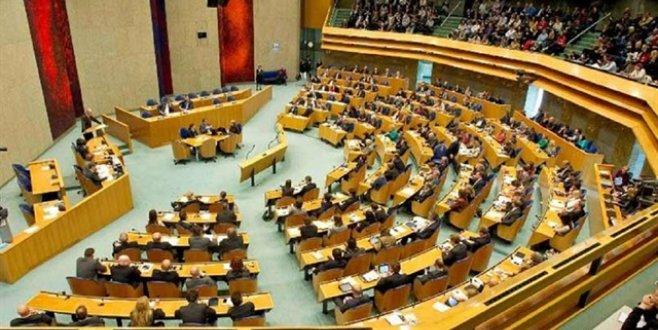 Hollanda Adalet ve Güvenlik Devlet Sekreteri Mark Harbers görevini bıraktı
