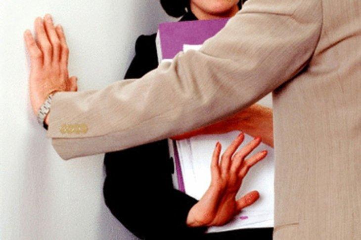 Hollanda'da her yıl 134 bin kişi işyerinde tacize uğruyor