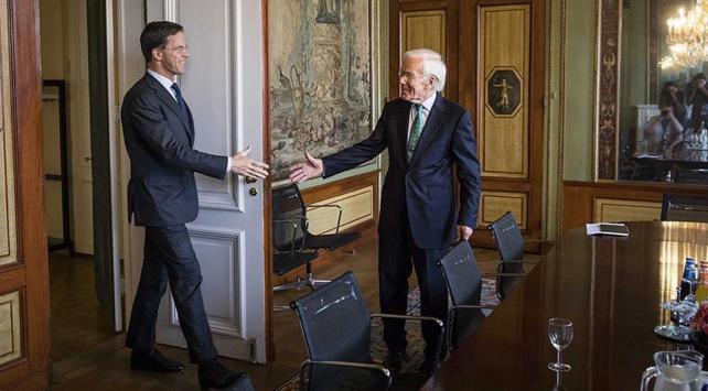 Hollanda'da Yine Hükümet Krizi