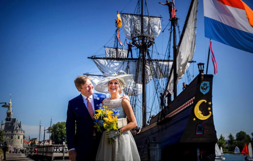Hollanda Kral ve Kraliçesi 'Yarım Ay' adlı ve armalı  gemiyi ziyaret etti
