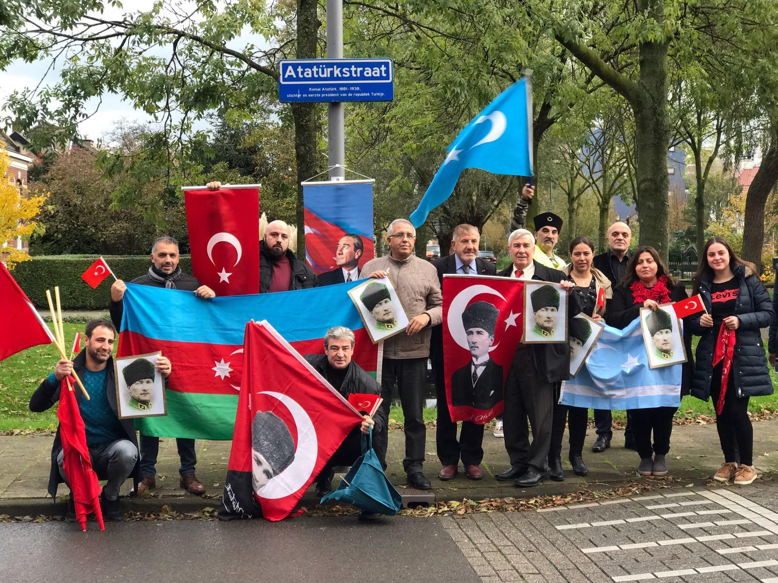 Hollanda Rotterdam'daki Atatürk sokağında anma töreni yapıldı