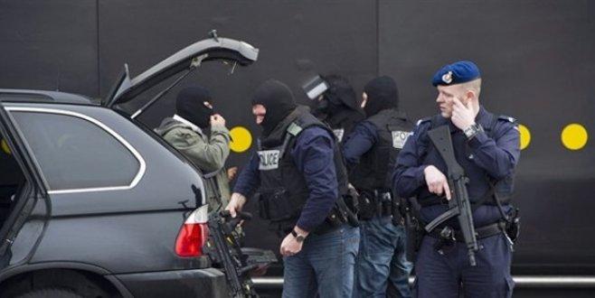 Hollandada 7 okulda bomba paniği
