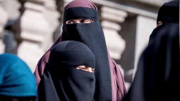 Hollanda'da belediye, haksız muamele gören burkalı kadından özür diledi