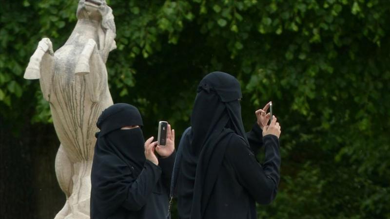 Hollanda'da burka arkadaşlığı eylemi