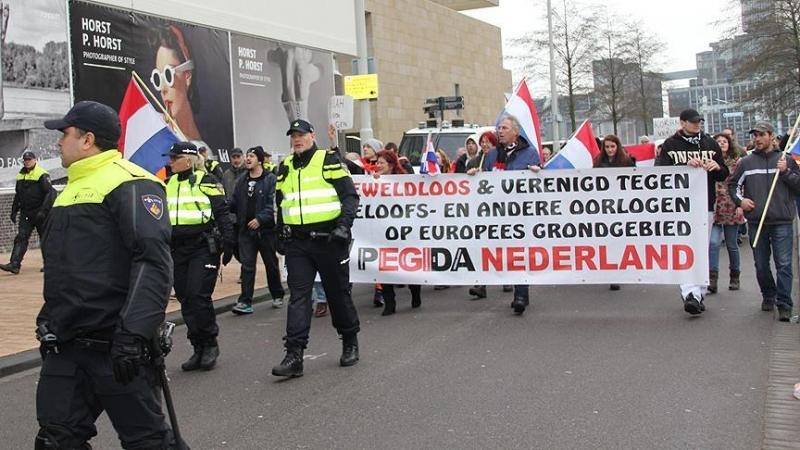 Hollanda'da İslam karşıtı PEGIDA eyleminde polis müdahale etti