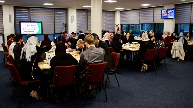 Hollanda'da Sonradan Müslüman Olanlar İçin İftar Düzenlendi