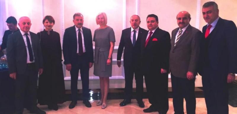 Hollanda'da yerleşik Türk işadamına Yılın Altın Adamı ödülü