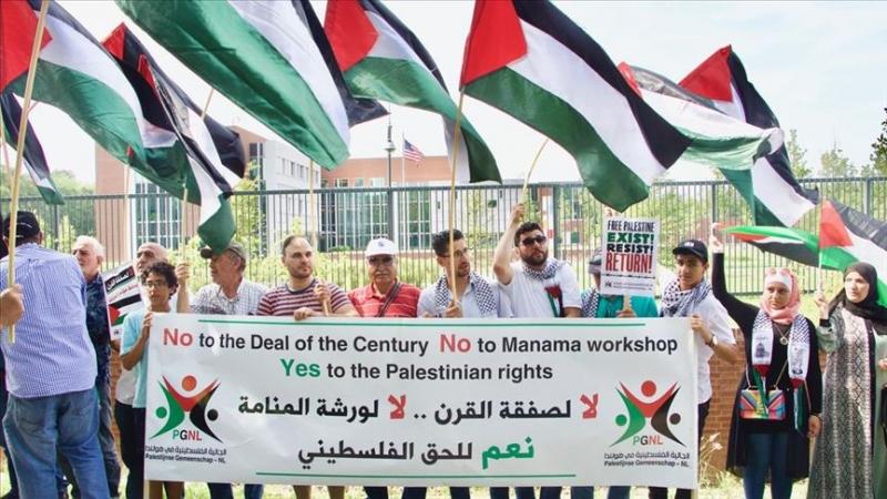 Hollanda'da Yüzyılın Anlaşması ve Bahreyn çalıştayı protesto edildi