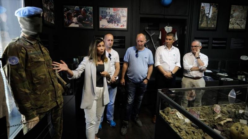 Hollandalı askerler Srebrenitsa'da kullandıkları kamerayı müzeye hediye etti