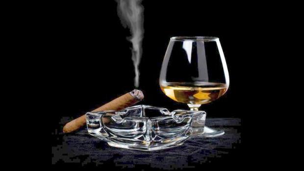 Jongvolwassenen roken, drinken en blowen meer dan 25-plussers