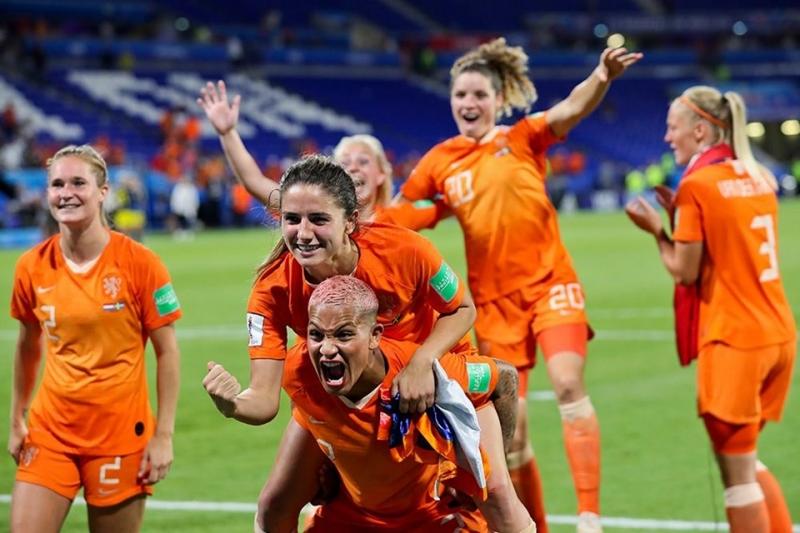 Kadınlar Dünya Kupasında Hollanda finalde