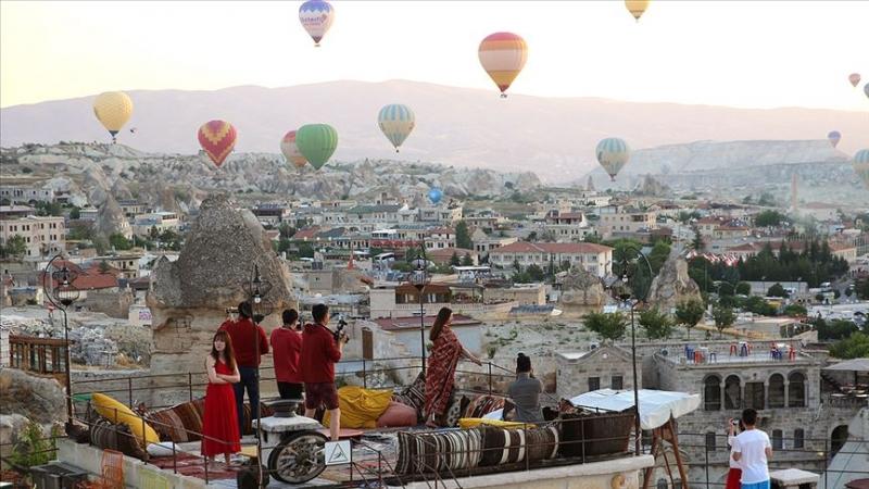 Kapadokya'da balonlar dekor teraslar 'stüdyo' oldu