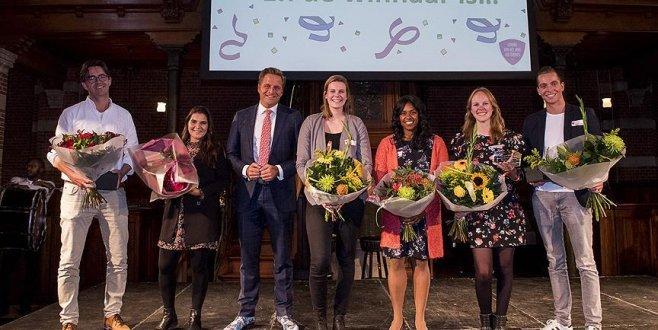 Rotterdam'da Türk kökenli Özan yılın ilkokul öğretmeni seçildi