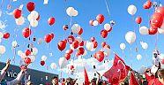 Hollanda'da 15 Temmuz şehitleri anısına balonlar gökyüzüne bırakıldı