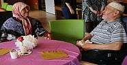 Hollanda'da Huzurevi ve Mülteci Kampında Bayram Şenliği Düzenlendi