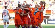 Hollanda, kadınlarda şampiyon oldu!