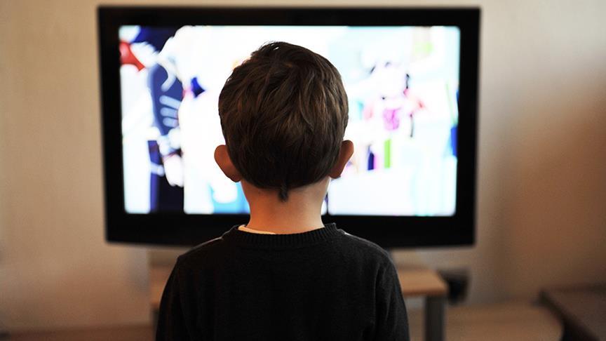 Televizyon annesi, bilgisayar babası olunca çocuk robot oluyor