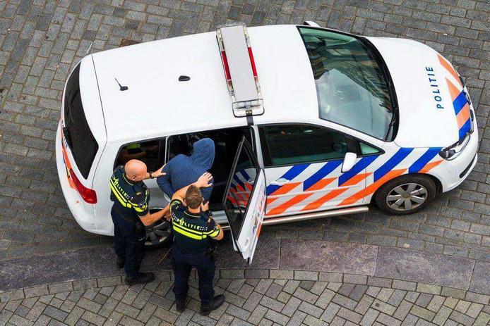 Türkiye'de 6 yıl hapis cezası alan bir kişi Hollandada yakalandı
