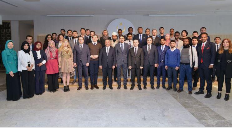 Uluslararası Öğrenciler Diplomasi Akademisi Sertifikalarını Aldı