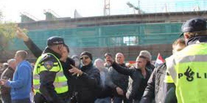 Hollanda'da Ombudsman Pregida'nın cami önünde gösterisine izin verilmesini istedi